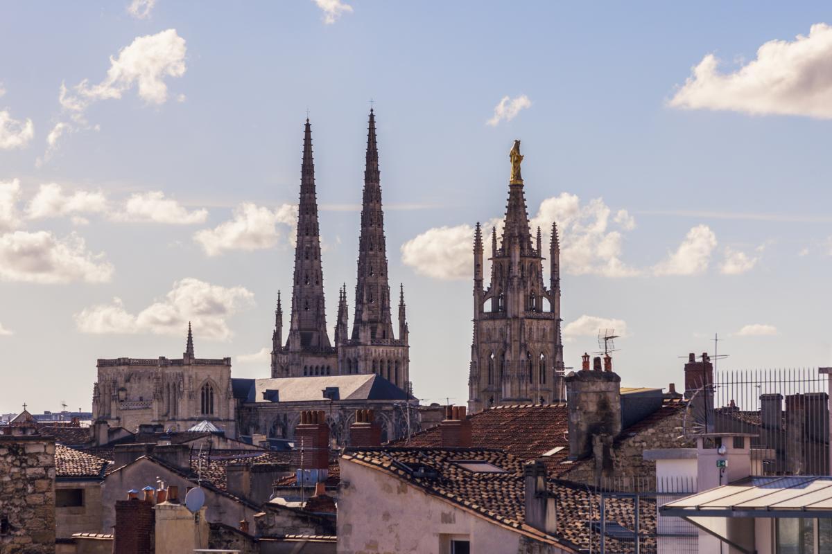 Cathédrale Saint André et la tour Pey-Berland à Bordeaux