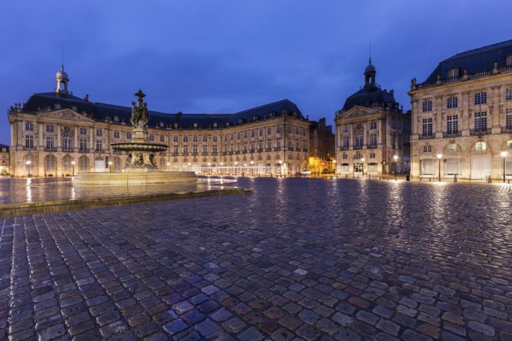 Fontaine des Trois Graces sur la Place de la Bourse à Bordeaux