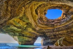 Grotte secrète de l'Algarve au Portugal
