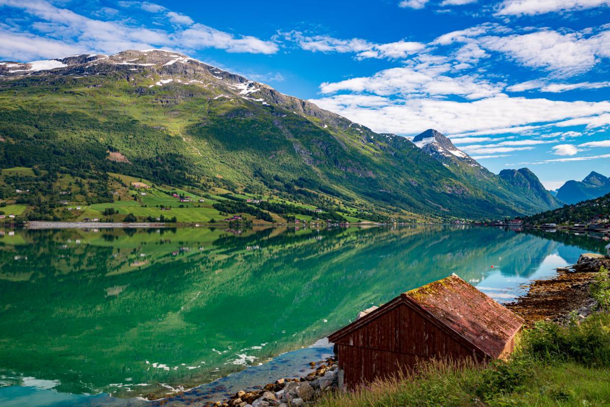 Lac dans la nature Norvègienne.