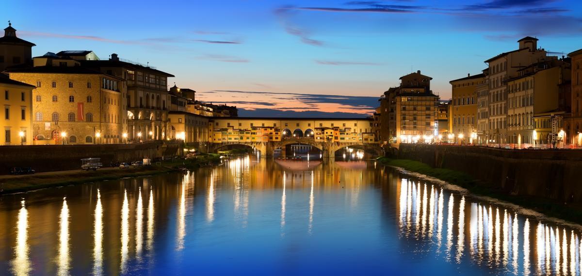 Rivière à Florence à la tombée de la nuit