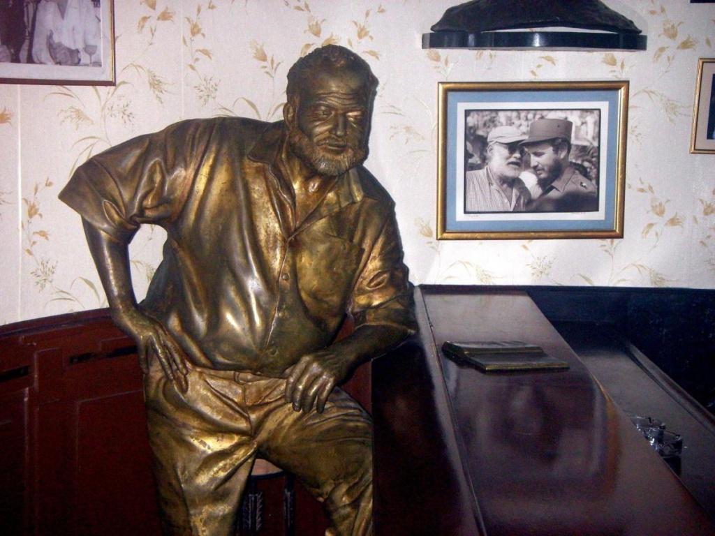 Statue de Hemingway au bar le Floridita