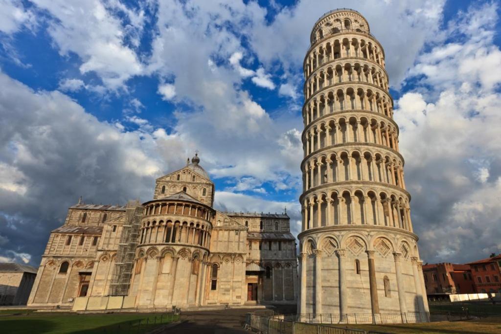 la tour penchée de Pise et la basilique