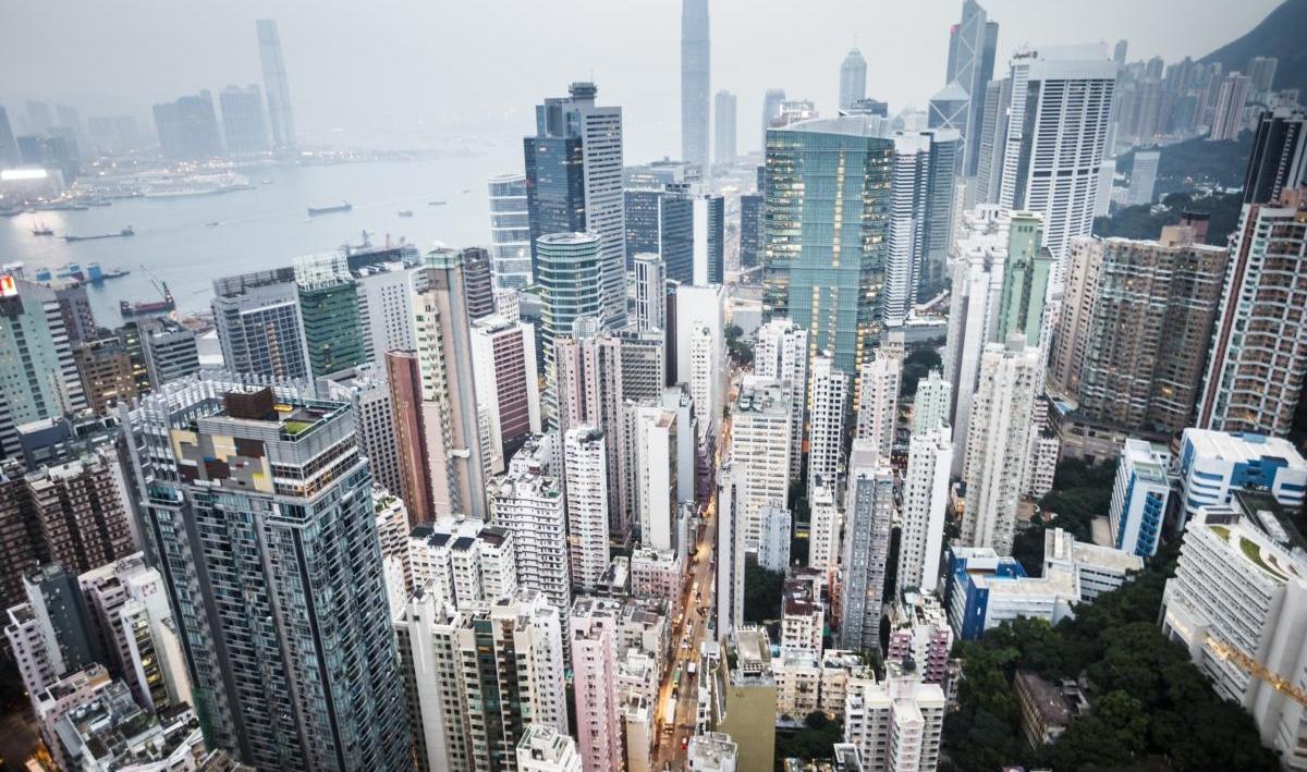 paysage urbain dense avec de hauts gratte-ciel