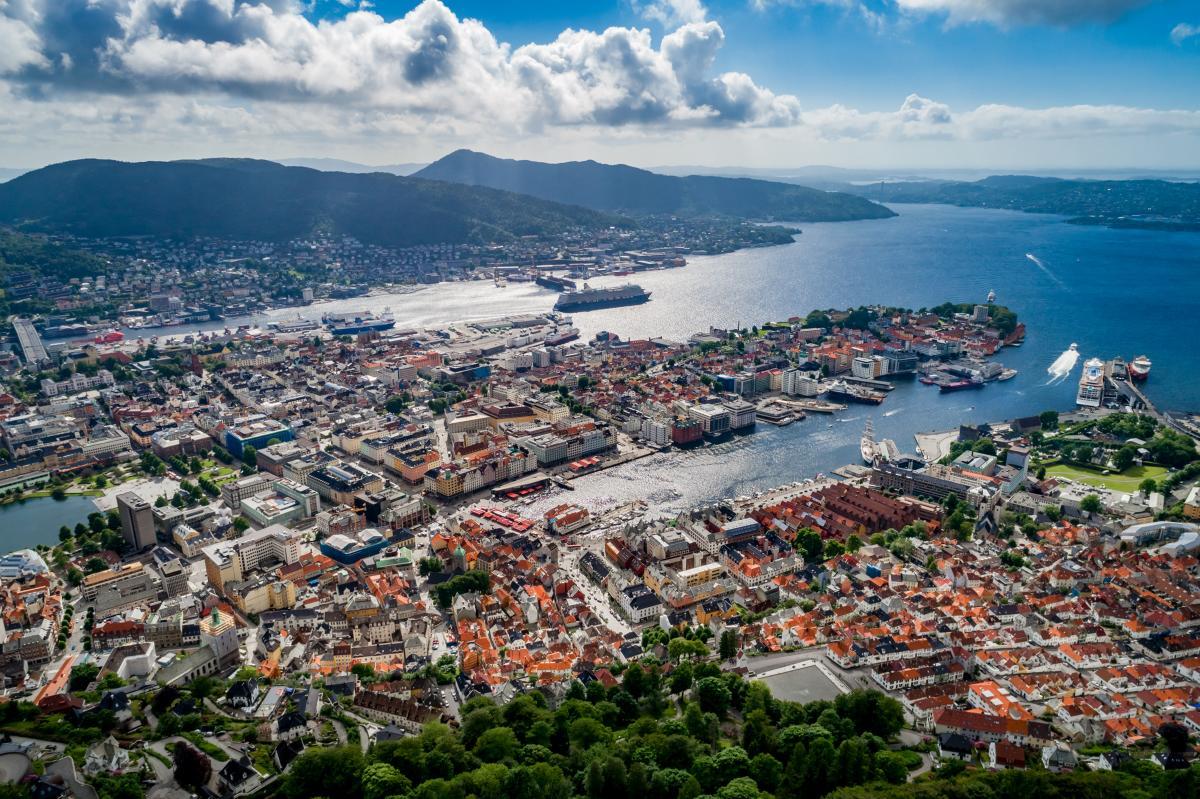 Bergen est une ville et une municipalité de Hordaland sur la côte ouest