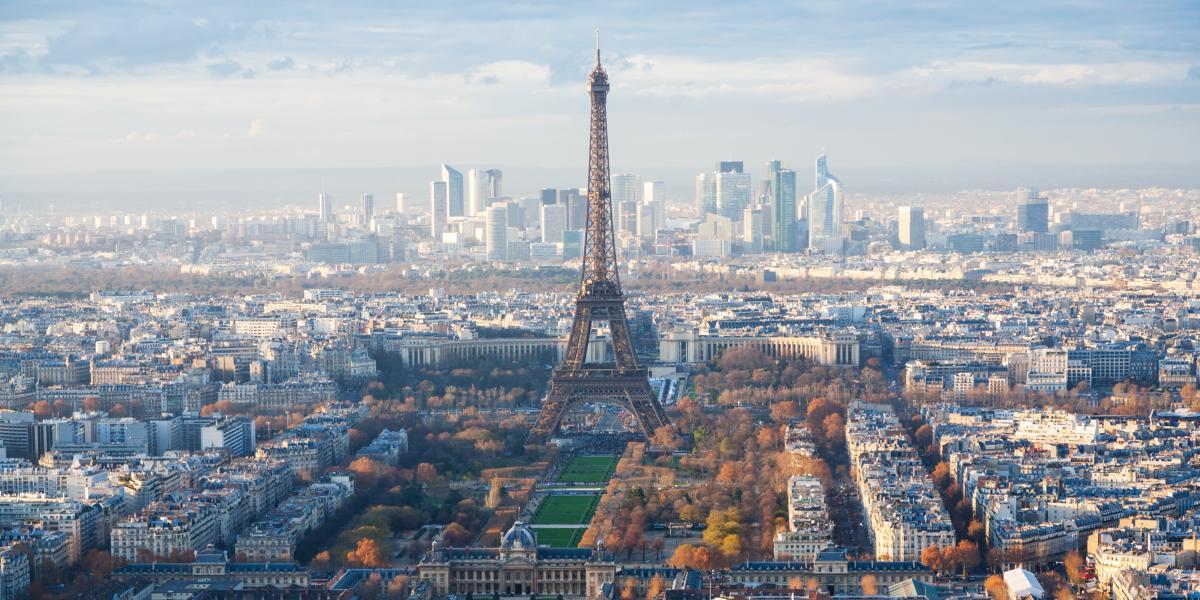 La Tour Eiffel et de La Défense dans la ville de Paris