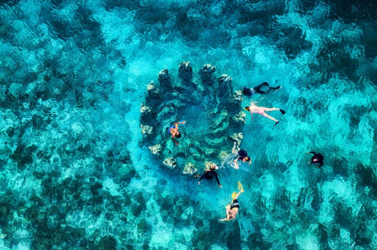 Spot célèbre pour un snorkeling, île de Gili Meno