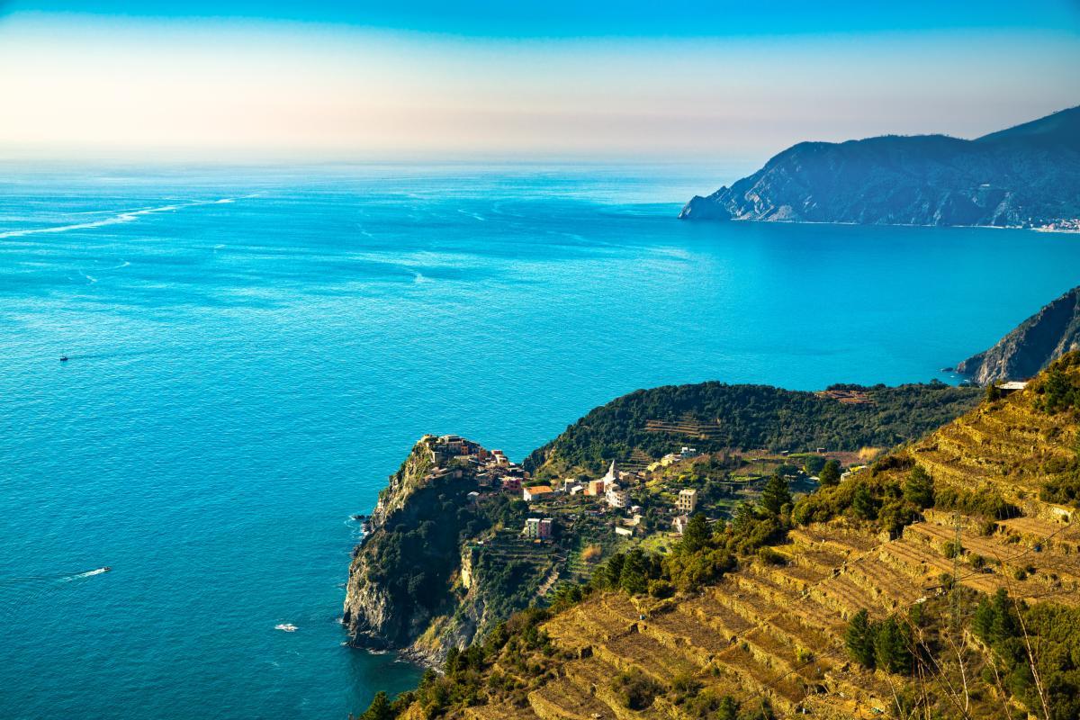 Village de Corniglia. Paysage marin dans Cinq terres, Parc National des Cinque Terre, Ligurie